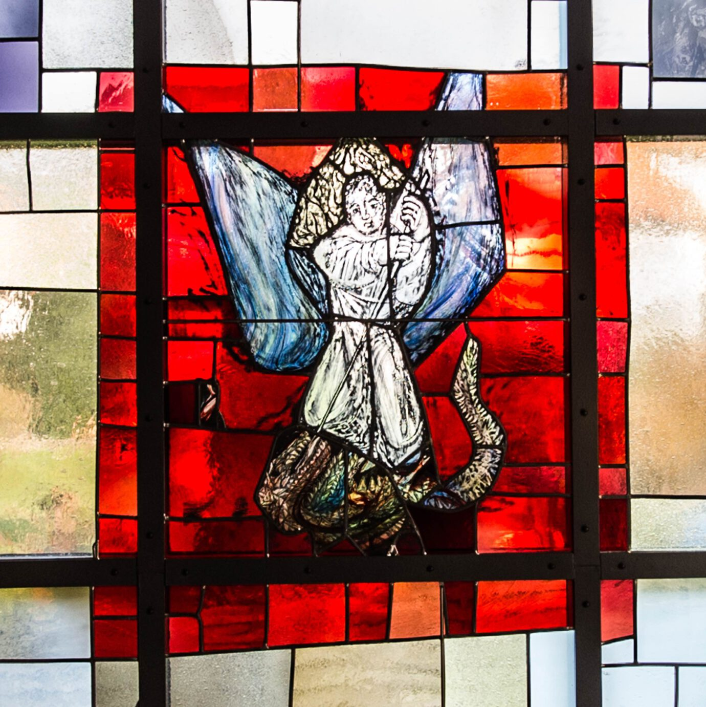 St. Michel kämpft mit dem Drachen